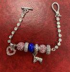 "Bracelet ""Breloques"" rose/bleu"
